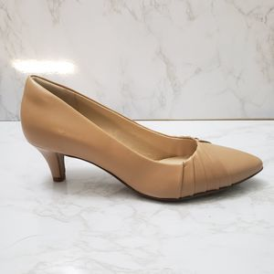 Collections by Clarks Tan Classic Pumps Size 7